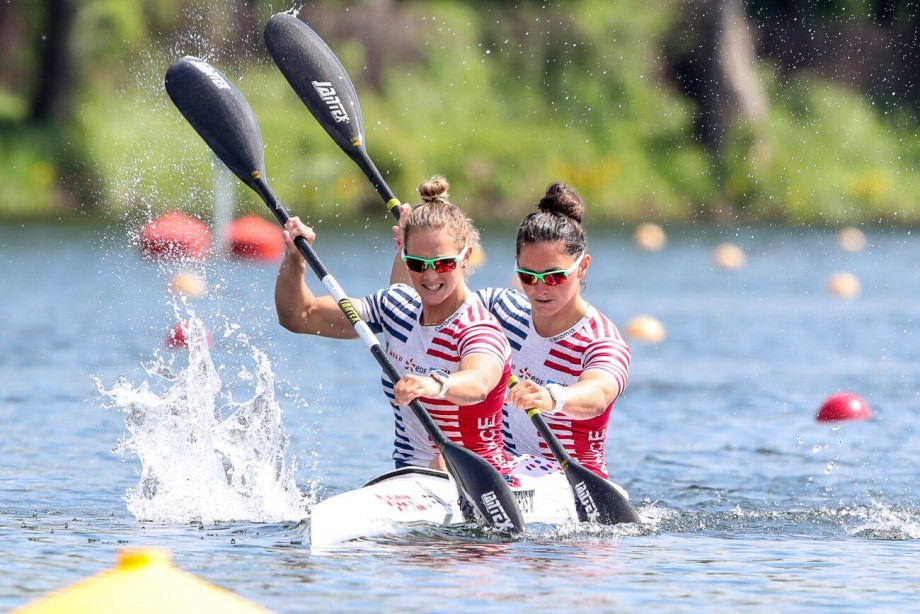 France's Manon Hostens and Sarah Guyot won their women's K2 500m semi-final ©ICF