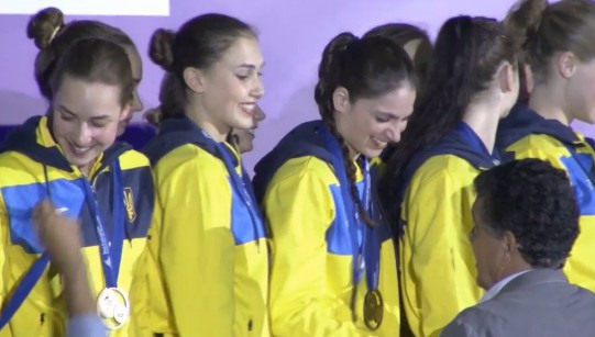 The Ukraine team free squad receive their medals ©FINA