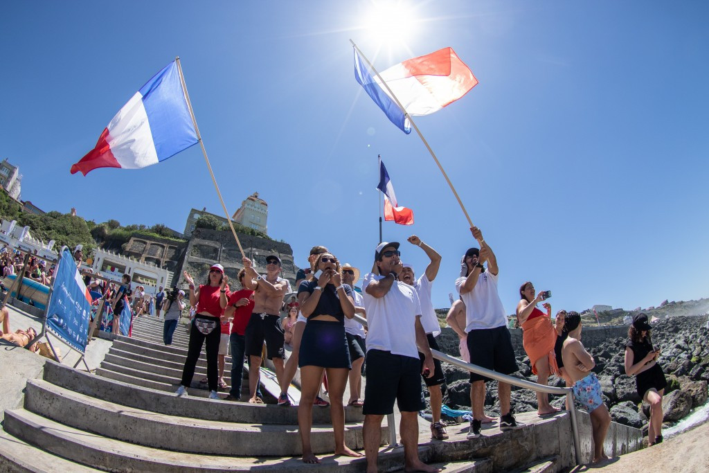 Hosts France looking good for gold at ISA World Longboard Surfing Championship in Biarritz