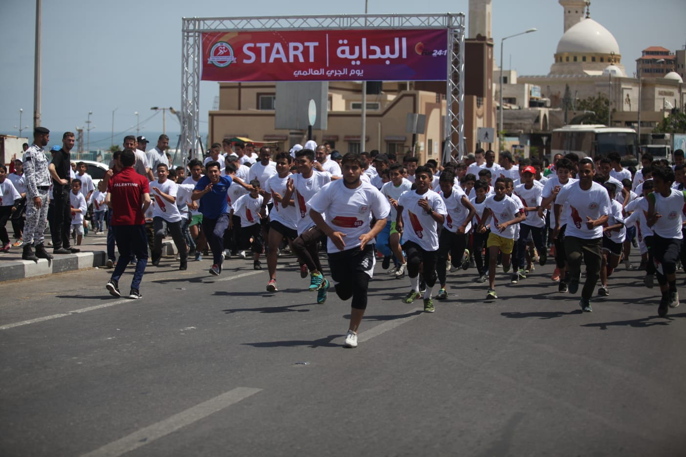 A field of around 400 runners in Gaza took part in the IAAF's Run 24-1 initiative by running a mile as part of a sequence of 24 such races across six time zones ©IAAF