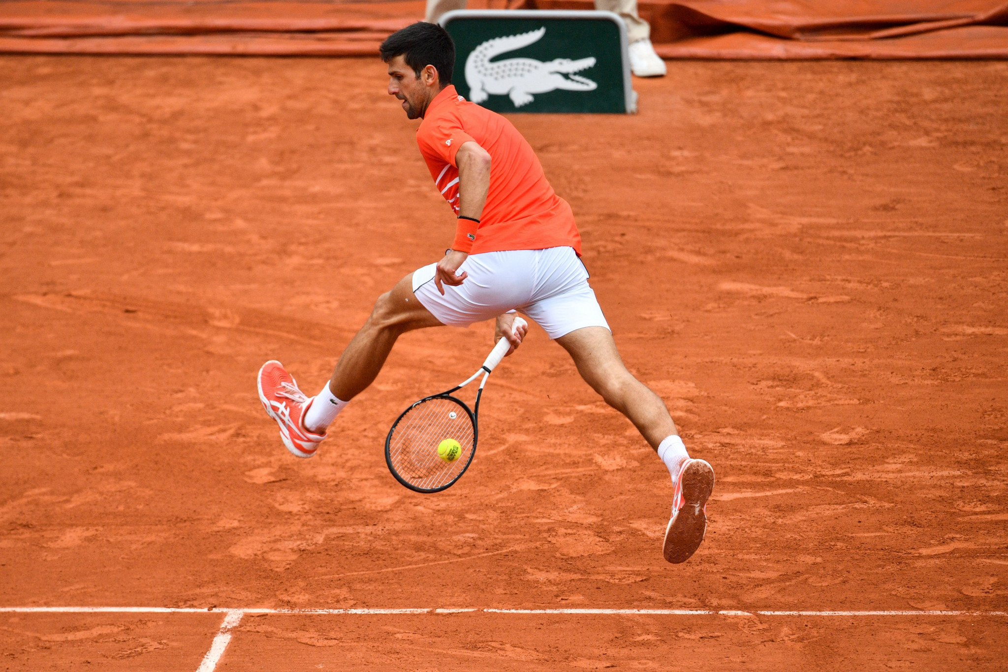Djokovic turns on the style to reach 10th consecutive French Open quarter-final