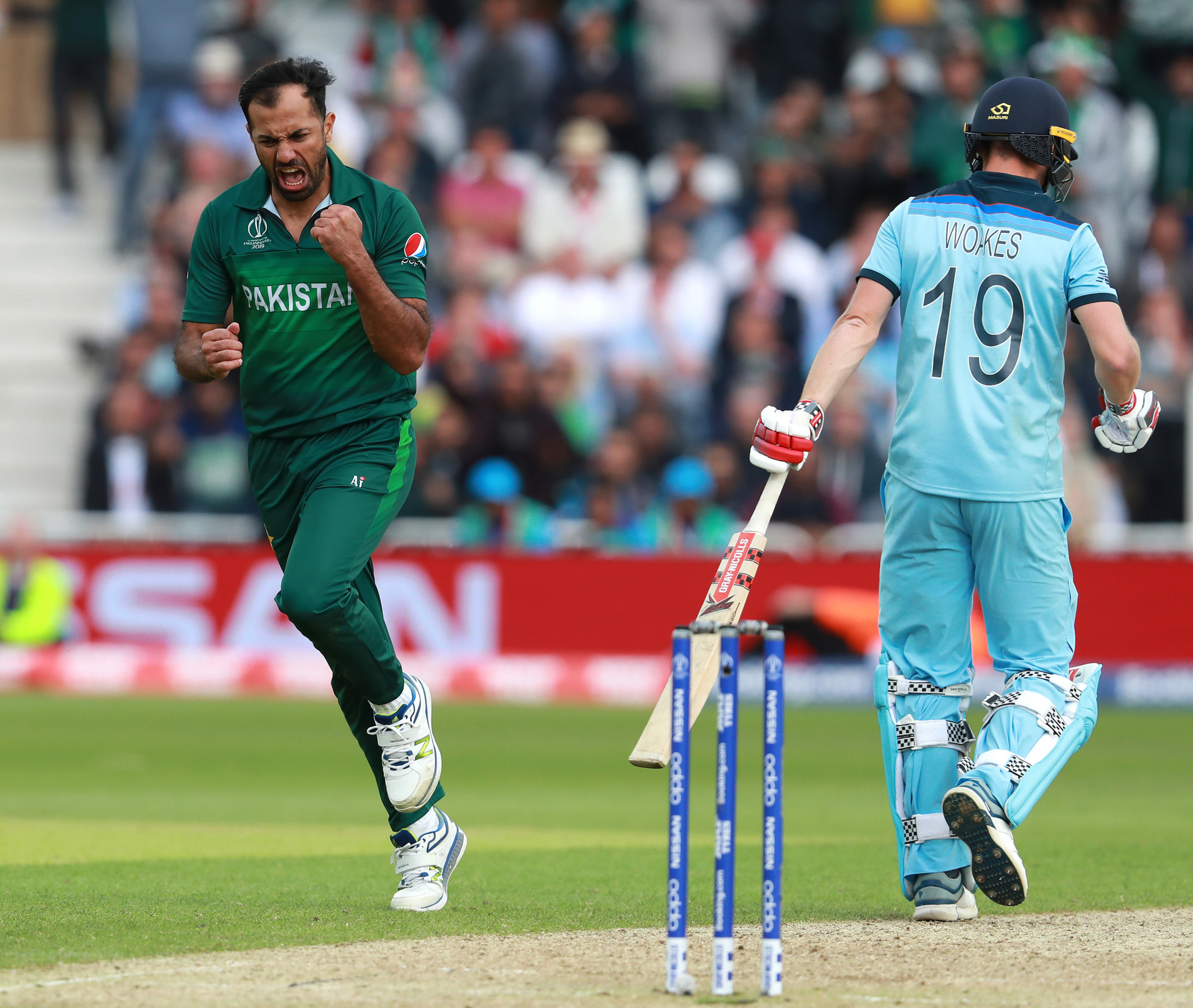Pakistan stun favourites and hosts England at Cricket World Cup