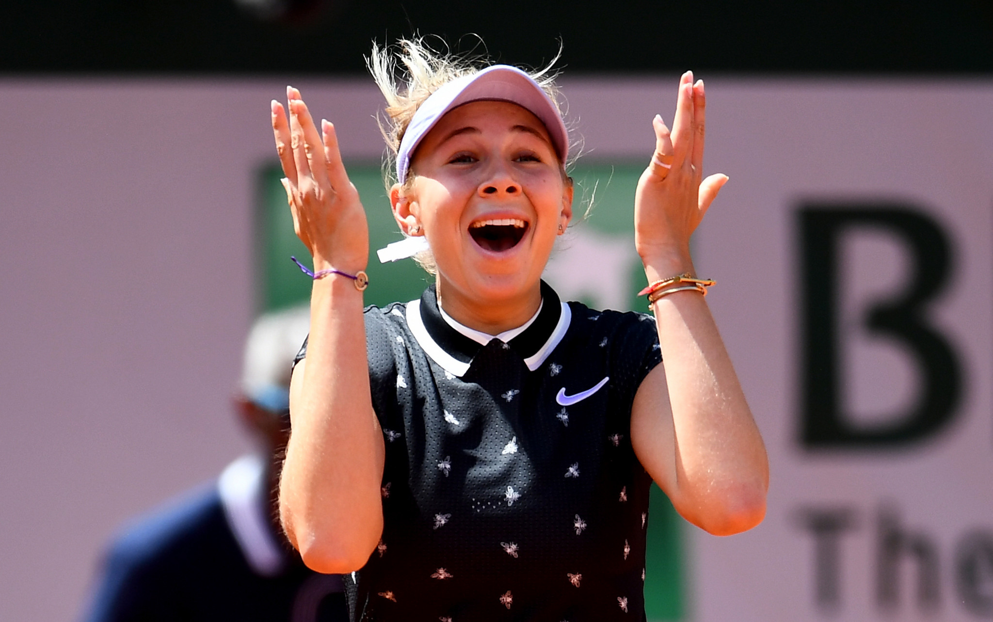 Anisimova stuns defending champion Halep to reach French Open semi-finals