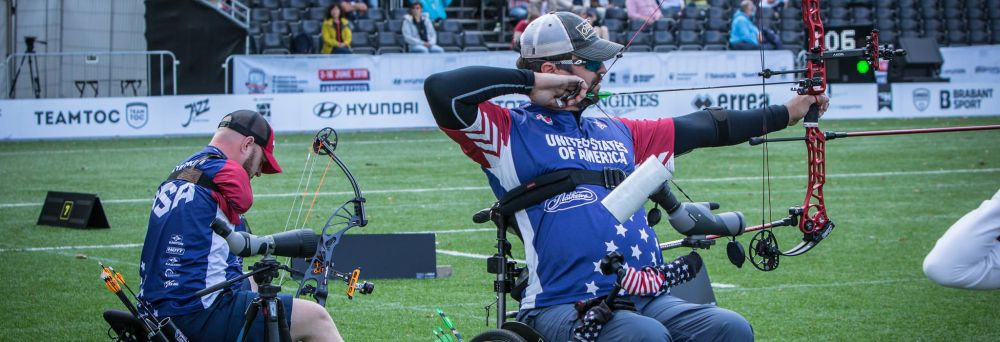 Ben Thompson, right, beat his United Sttates colleague and top seed Matt Stutzman in the compound men's open category to reach his first global gold medal match at the World Archery Para Championships in 's-Hertogenbosch in the Netherlands today ©World Archery