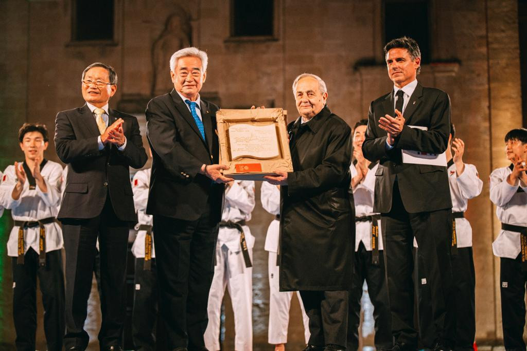 Choue (second from left) is inducted into the Hall of Fame in Matera ©WT