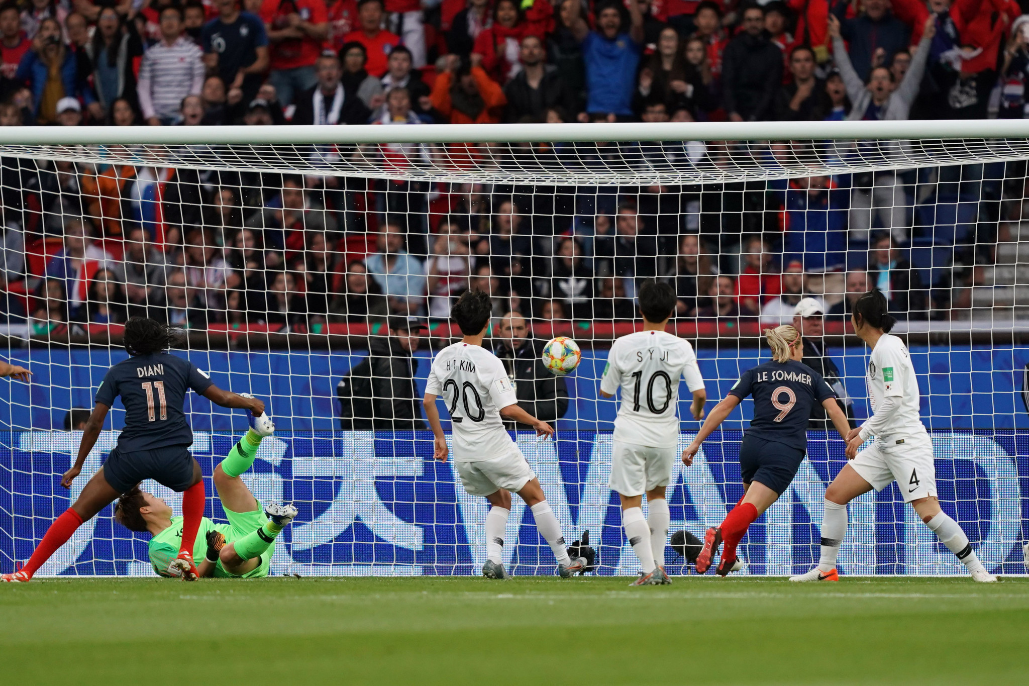 Eugénie Le Sommer capitalised on this for her country, scoring the tournament's first goal in the ninth minute ©Getty Images