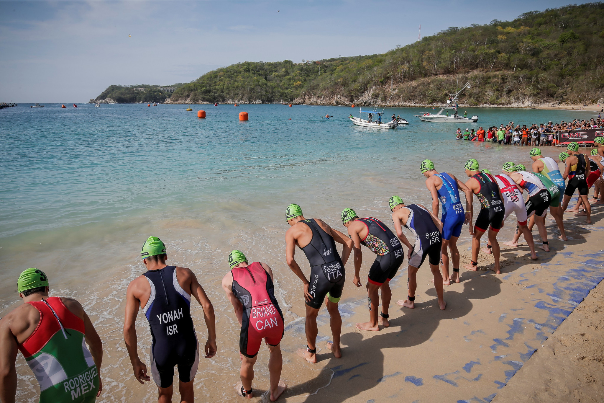 The ITU Triathlon World Cup event in Huatulco begins with a 750 metre swim in the Pacific Open ©ITU