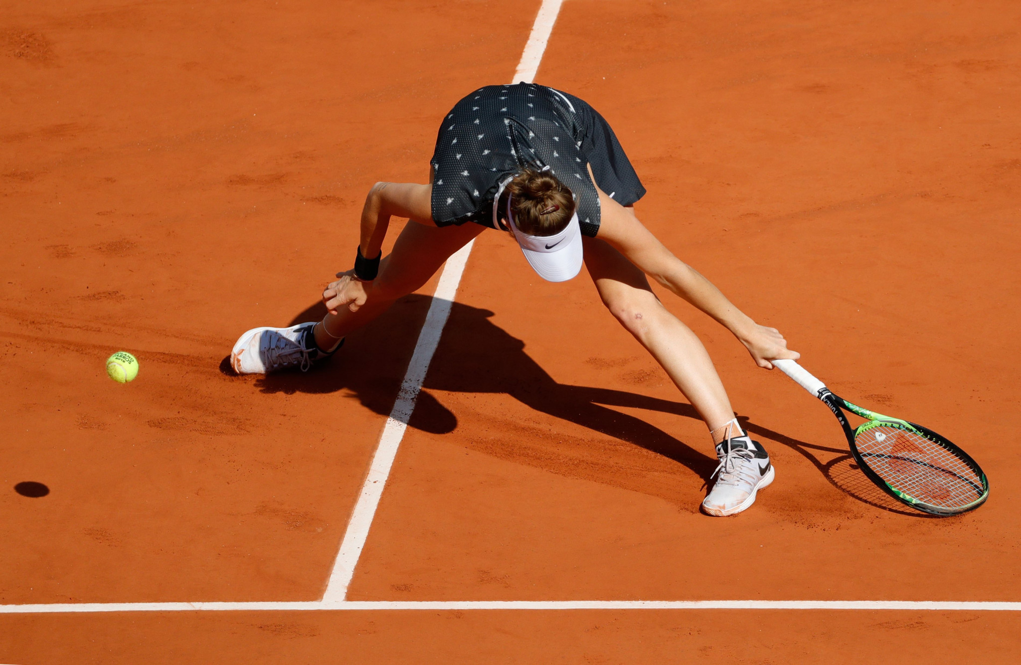 The Czech teenager fails to reach a Barty return  on court Philippe Chatrier ©Getty Images