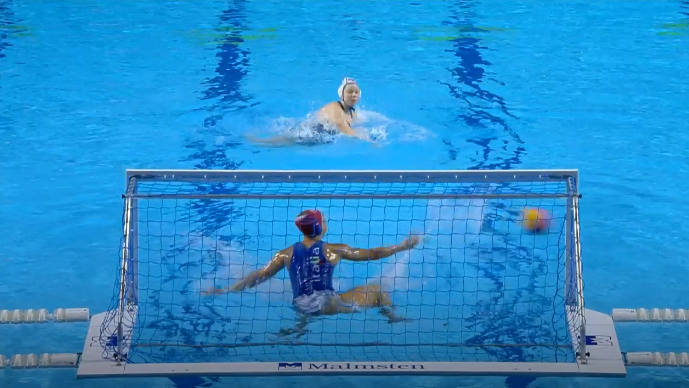 Italy beat Russia on penalties, Daria Ryzhkova hitting both posts with her decisive miss © FINA