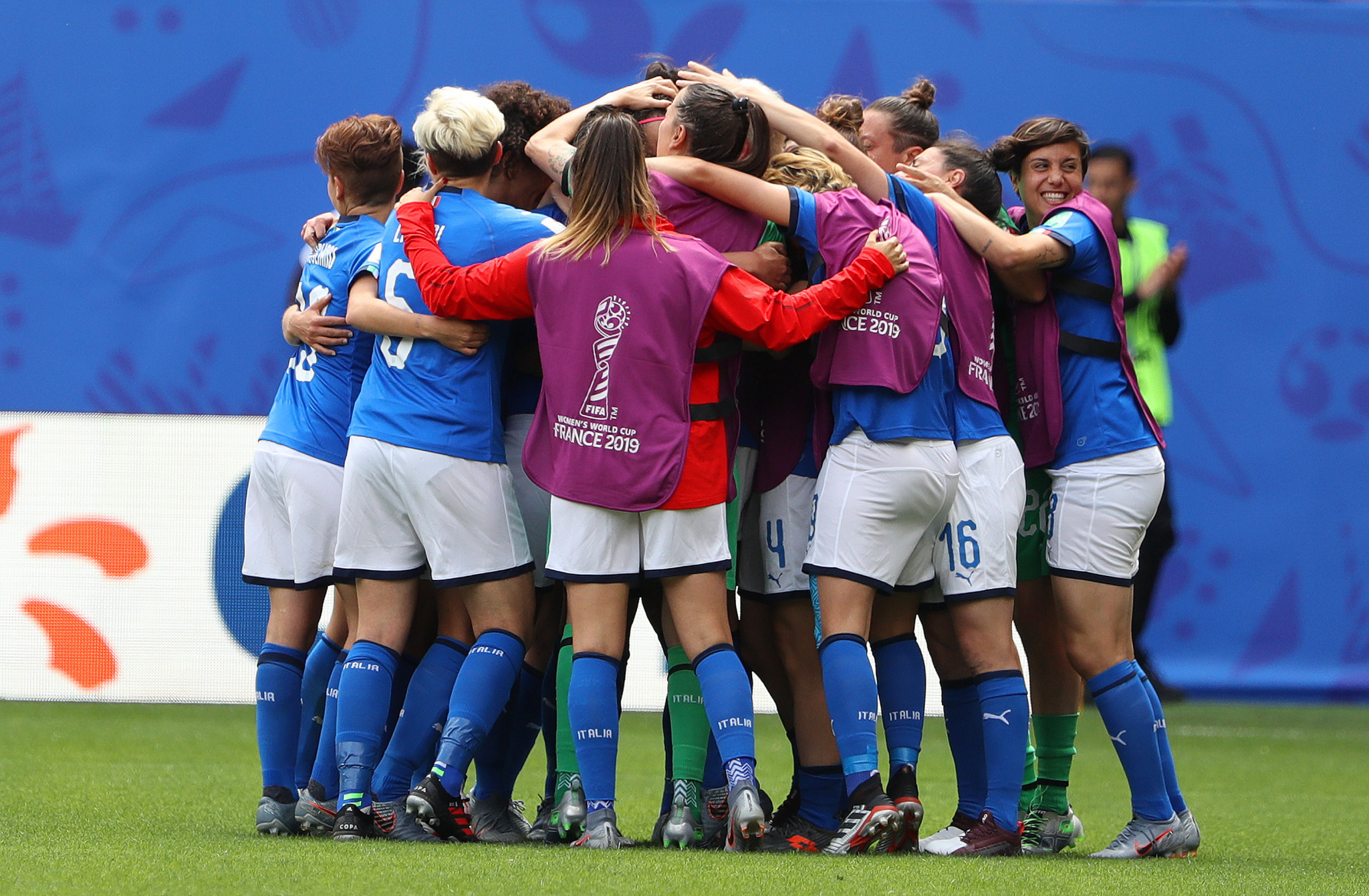Barbara Bonansea is mobbed by her team mates after equalising for Italy in Valenciennes ©Getty Images