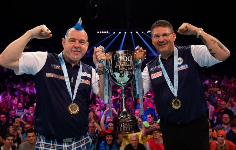 Anderson and Wright see off Irish to clinch maiden PDC World Cup of Darts title for Scotland