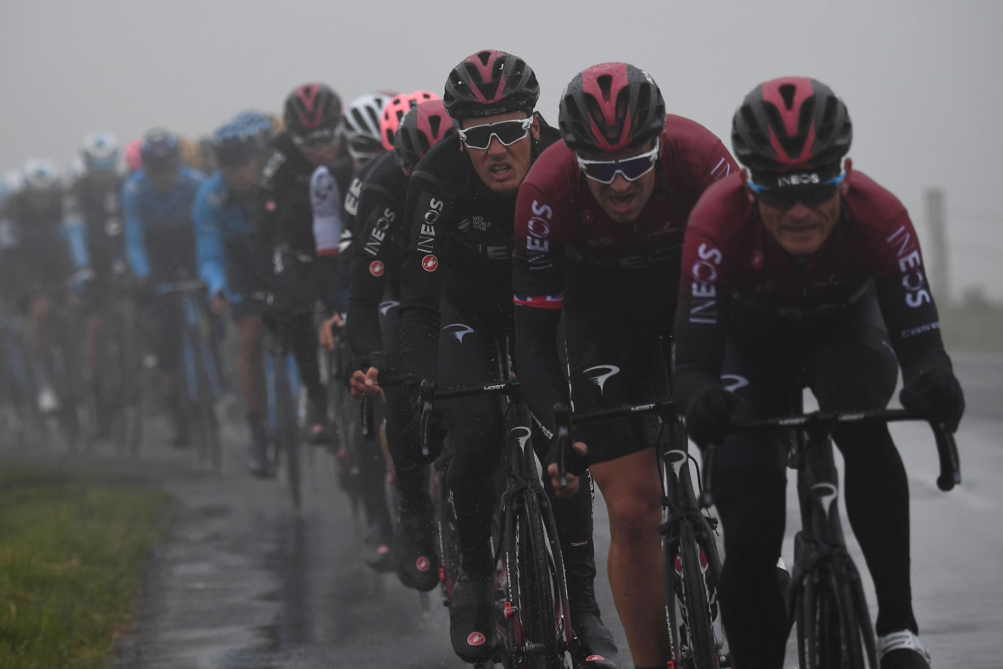 Team Ineos cyclists ride at the front of the peleton in treacherous conditions ©Getty Images