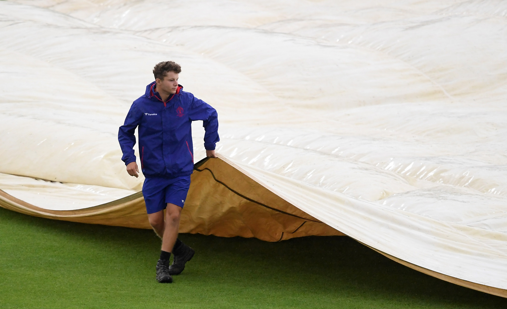 The covers briefly came off the pitch at Hampshire Bowl before the rain returned ©Getty Images