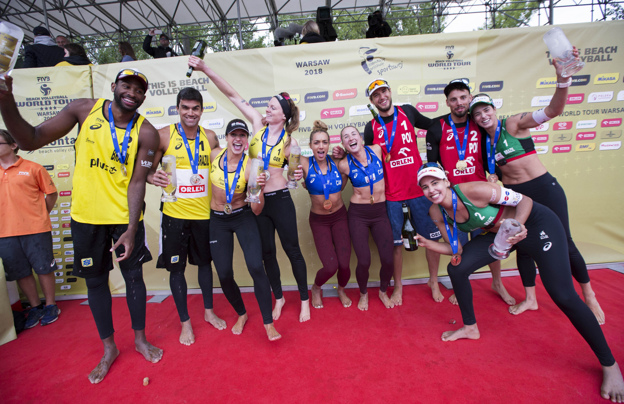 Poland's Piotr Kantor and Bartosz Łosiak and Canada's Heather Bansley and Brandie Wilkerson triumphed at last year's edition of the event in Warsaw ©FIVB