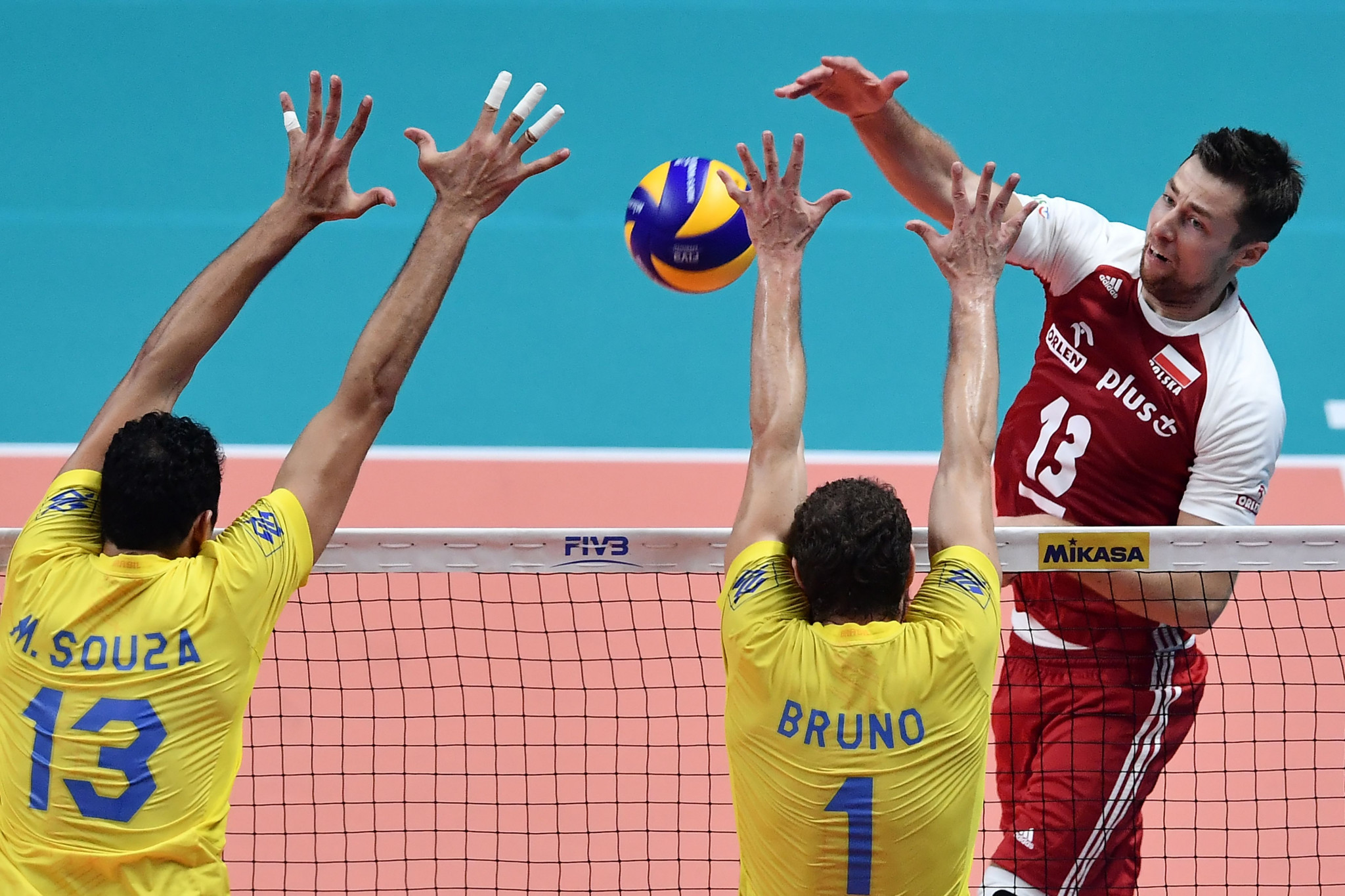 FIVB calls for Poland's Kubiak to apologise after being suspended for anti-Iranian remarks