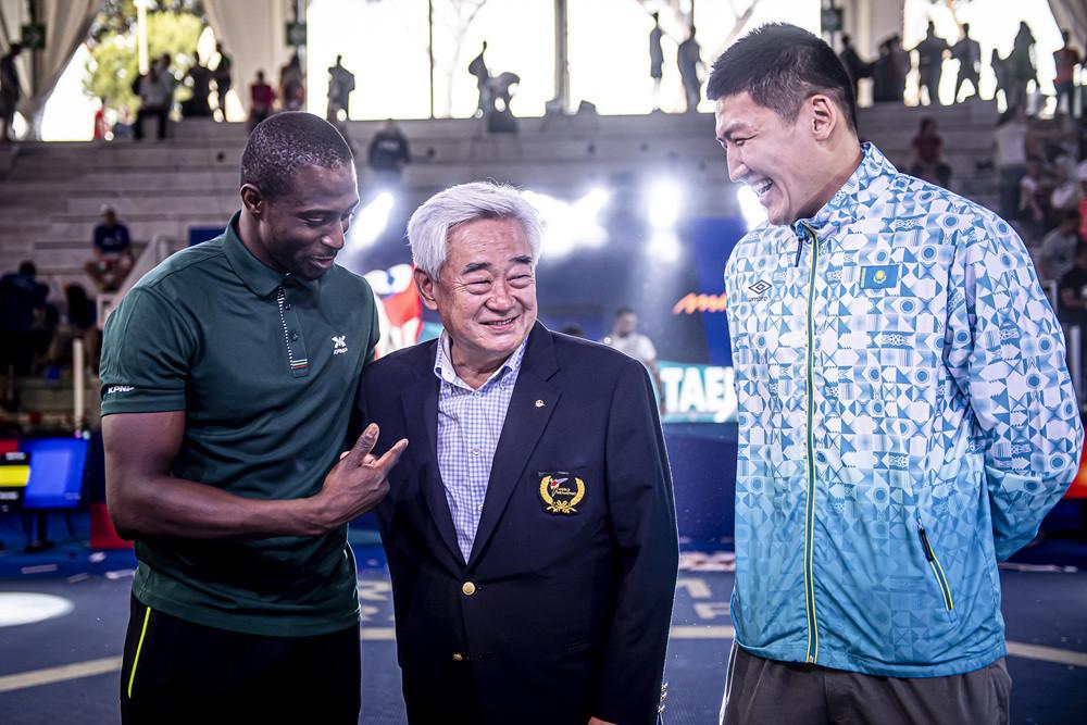 Zhaparov and Cho receive sportsmanship awards after World Taekwondo Rome Grand Prix