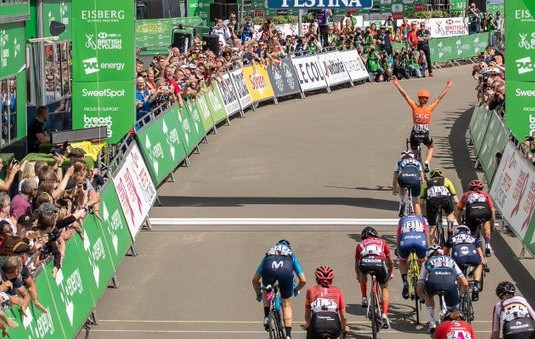Vos takes overall lead after stage two victory at Ovo Energy Women's Tour