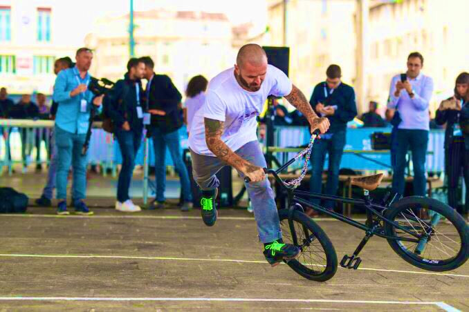 Four-times BMX flat world champion Alex Jumelin performed for the Paris 2024 IOC Coordination Commission ©Paris 2024