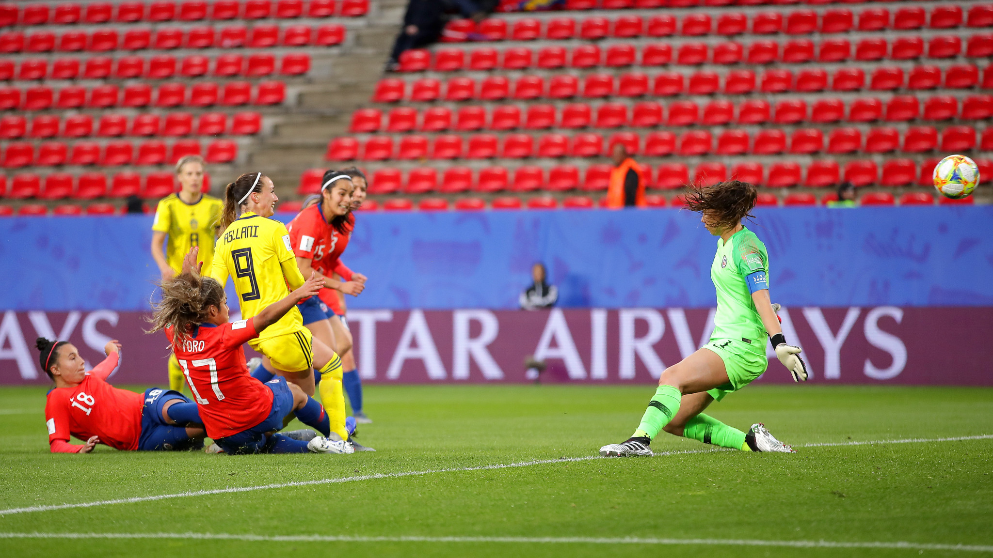 Sweden came back from the 40 minute break the stronger team, with Kosovare Asllani putting them 1-0 up ©Getty Images