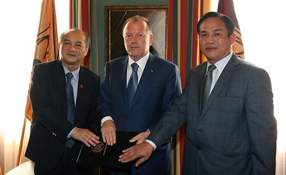 IJF signs two agreements with Vietnam Judo Association and Sports Administration