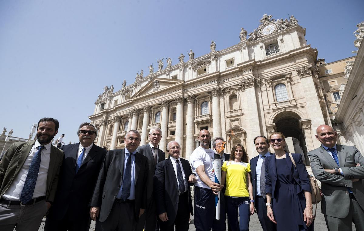 Among those present at the blessing was Athletica Vaticana athlete Camille Chenaux, President of the Campania Region Vincenzo De Luca, FISU President Oleg Matytsin and Naples 2019 Special Commissioner Gianluca Basile ©FISU