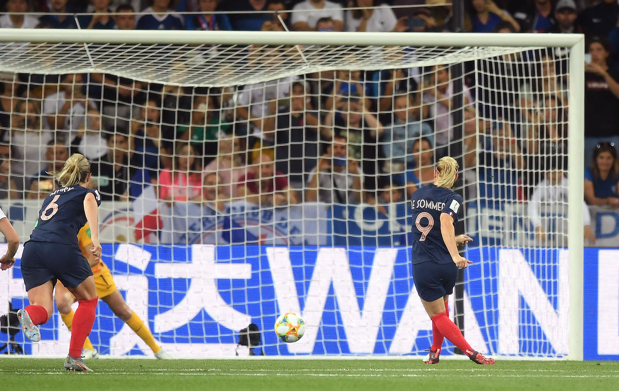 Eugénie Le Sommer scored a penalty to give France a 2-1 victory ©Getty Images