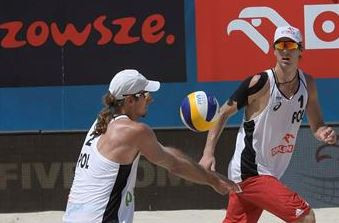 Kantor makes winning return as Poles dominate FIVB World Beach Tour pool stages