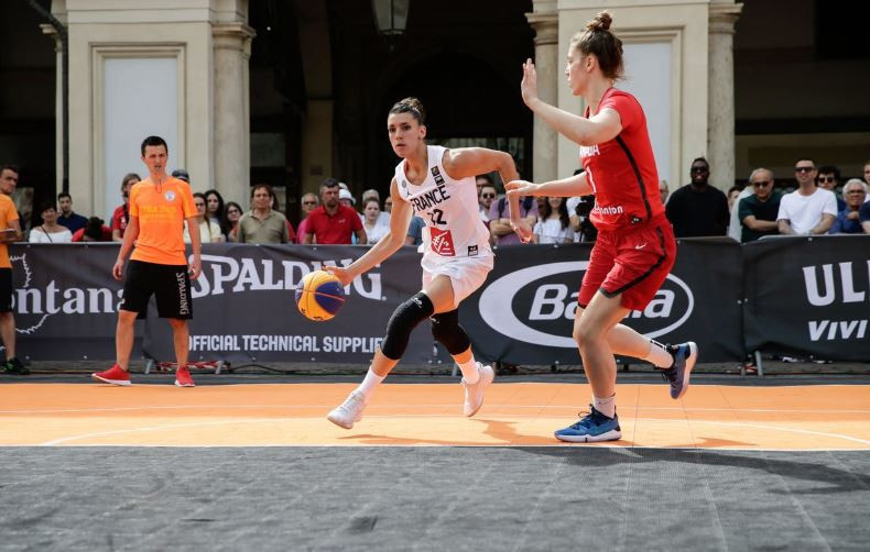 France recorded two victories on the opening day of the International Basketball Federation 3x3 Women's Series in Turin ©Twitter