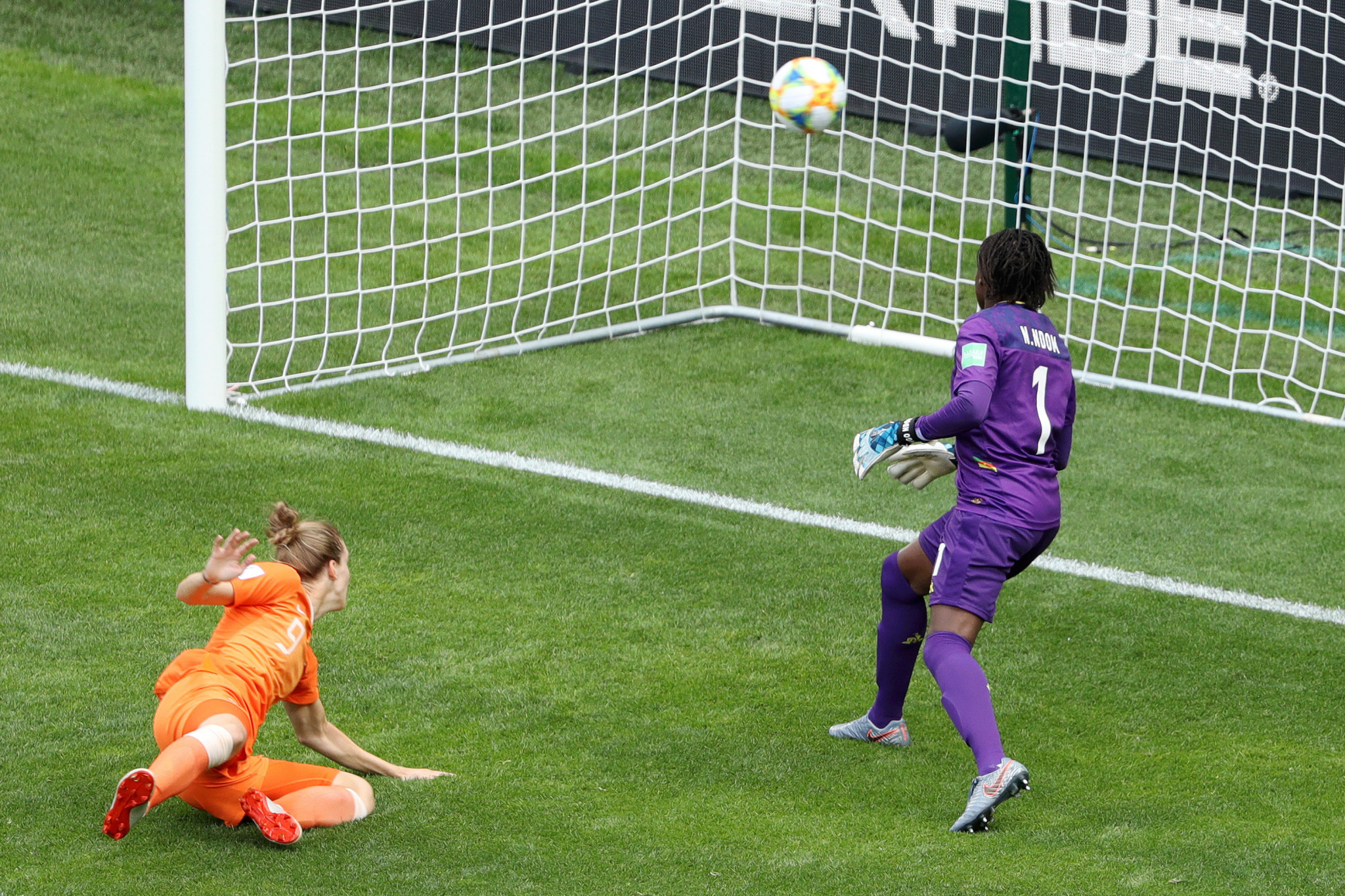 Vivianne Miedema puts Netherlands ahead against Cameroon ©Getty Images