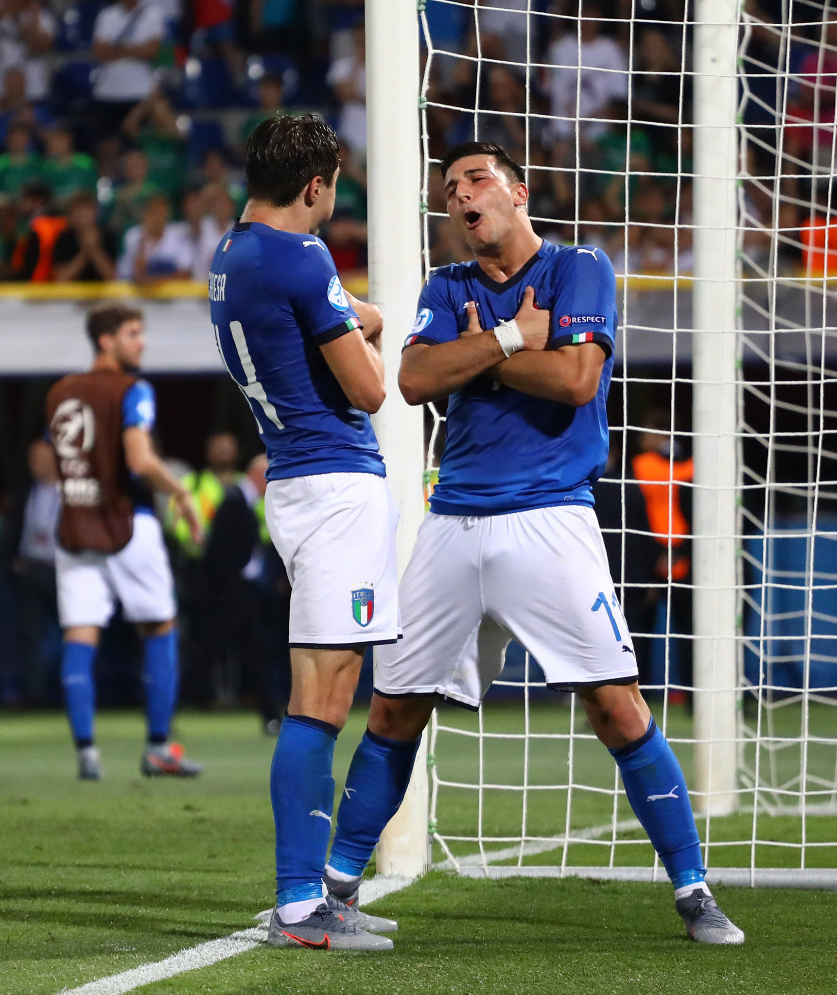 Italy's Federico Chiesa, left, and Riccardo Orsolini celebrate victory over Spain ©Getty Images