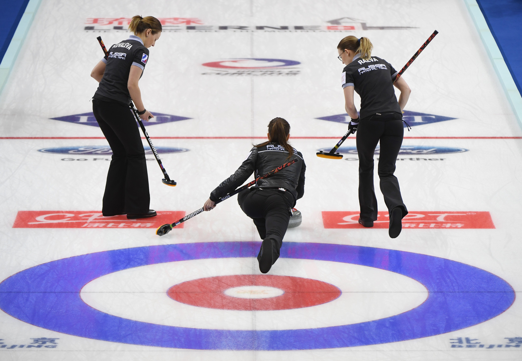 The Russian Curling Federation have suggested they may be able to host events to help keep the Curling World Cup series going after the WCF were forced to announce yesterday they were suspending it ©Getty Images