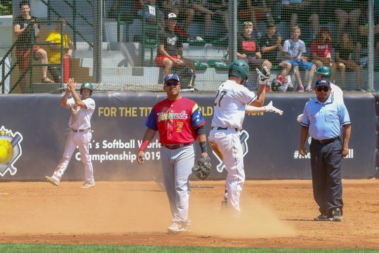 Australia beat Venezuela 5-3 to secure second spot in Group B ©WBSC