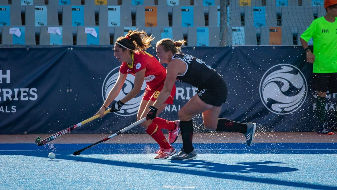 Hosts Spain had to settle for a 1-1 draw in their opening match at the International Hockey Federation Women's Series Finals event in Valencia ©FIH