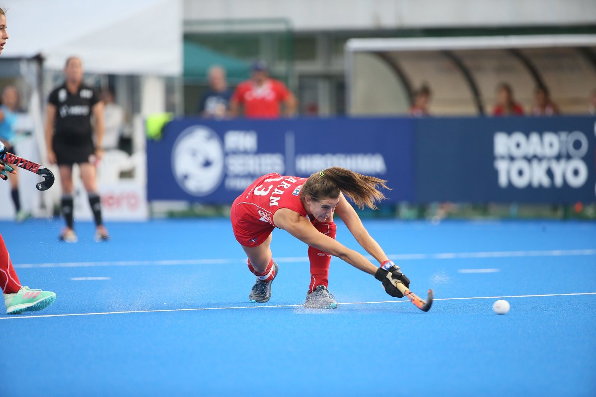 Chile came from behind to knock-out Uruguay ©FIH