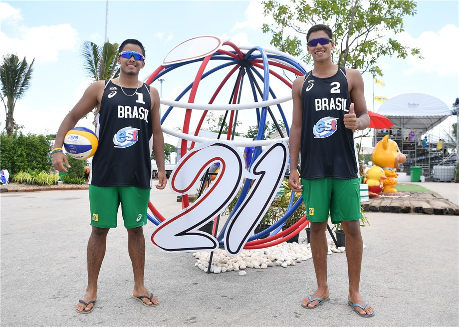 Brazilian twin brothers Renato and Rafael Lima de Carvalho were among the group winners today in Thailand ©FIVB