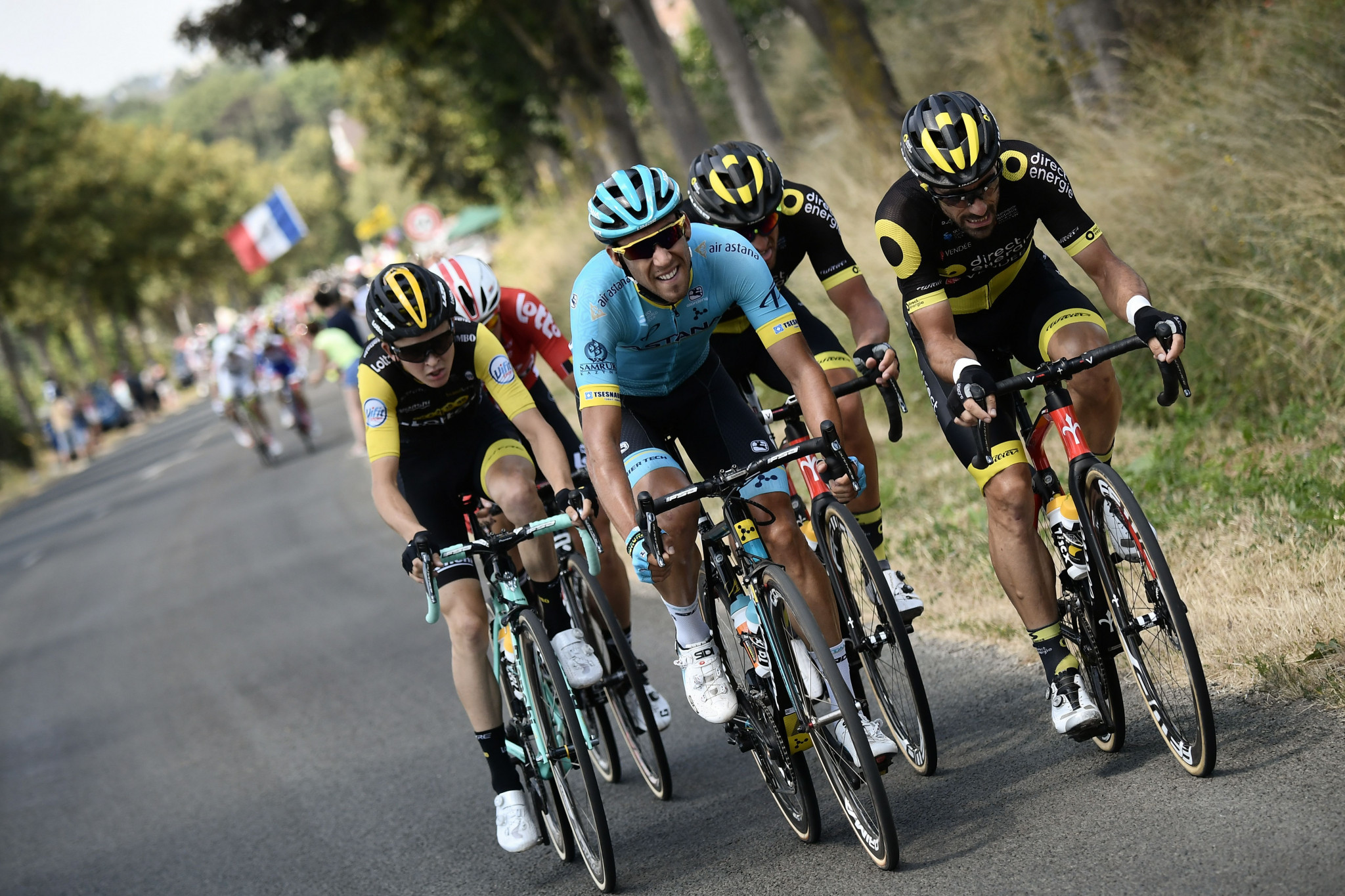 Tolhoek triumphs in opening mountain stage of Tour de Suisse