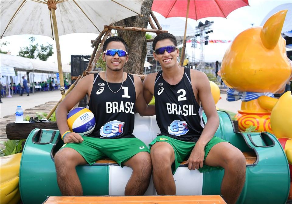 Brazil's Renato and Rafael Lima de Carvalho relax after reaching the quarter-finals ©FIVB