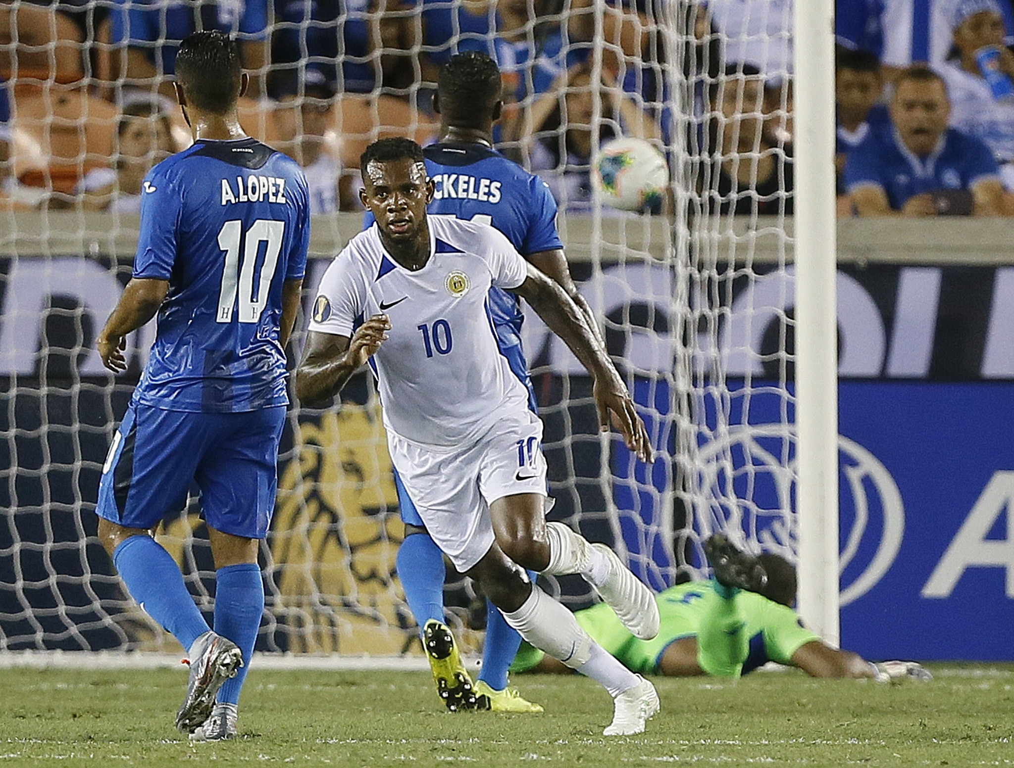 Leandro Bacuna scored Curaçao's first goal at a Gold Cup ©Getty Images