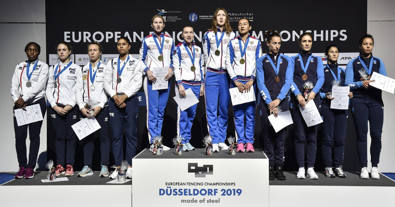 While the men's épée team had to battle hard for gold, the women's foil team blasted their way to the title ©FIE