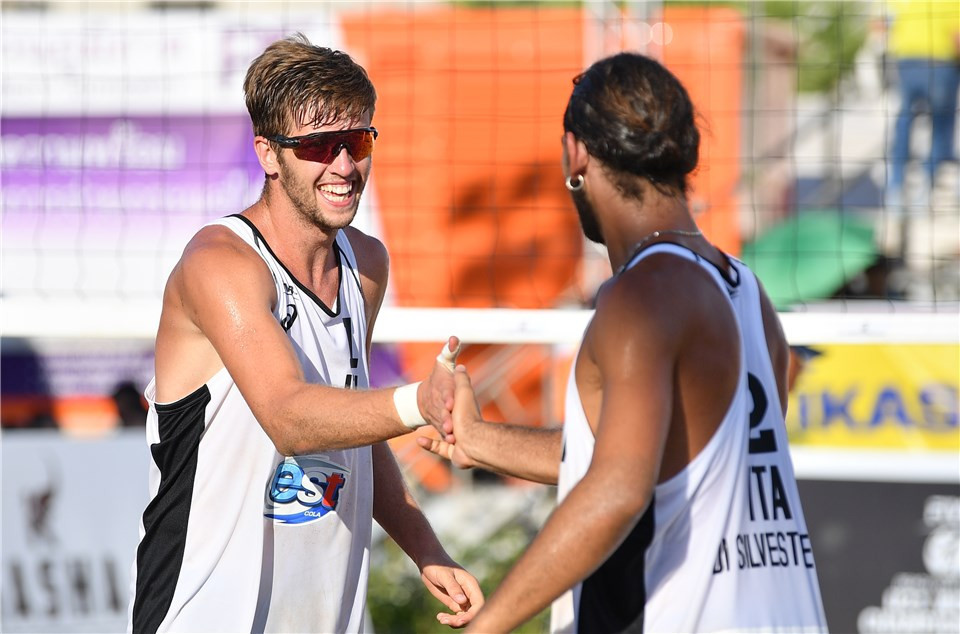 Italy's Jakob Windisch and Alberto Di Silvestre defeated Russia's Vasiili Ivanov and Sergey Gorbenko in straight sets ©FIVB