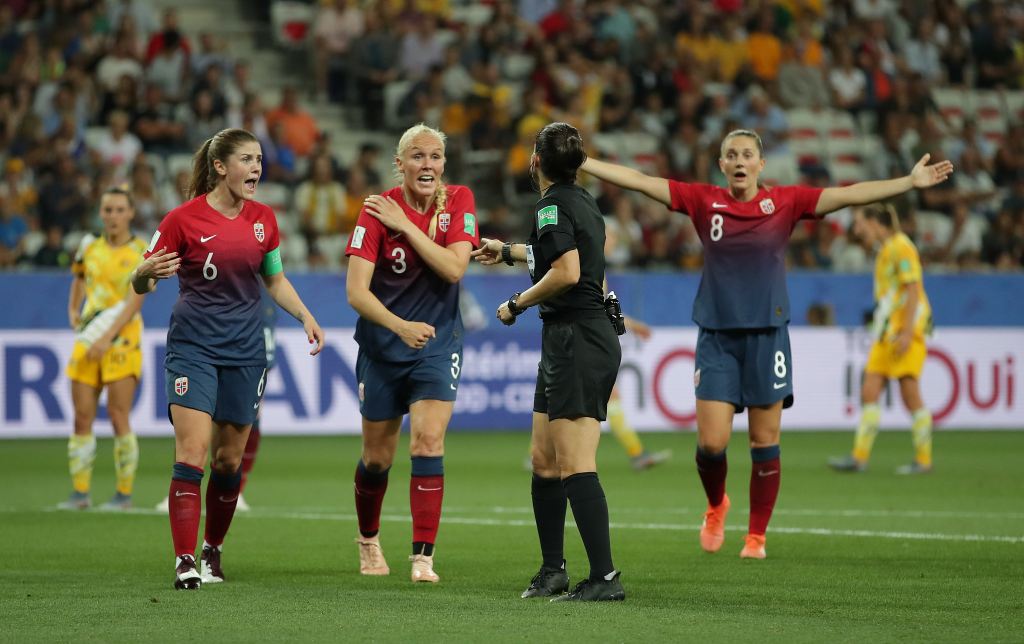 Maria Thorisdóttir complains after the referee gives a penalty against Norway for handball, which was overturned following the intervention of VAR ©Getty Images