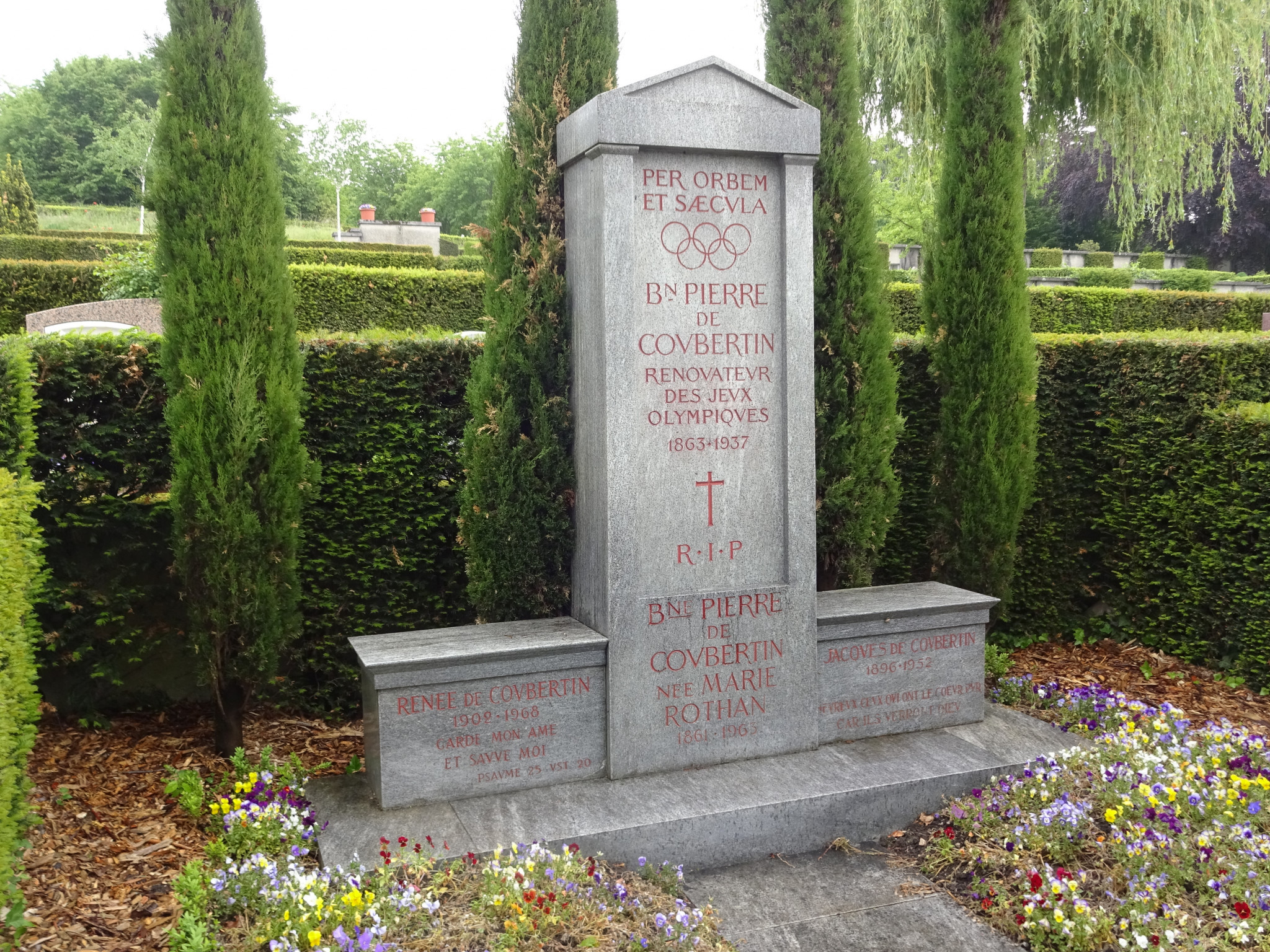 Baron Pierre de Coubertin's final resting place is only a short distance from the IOC headquarters ©ITG