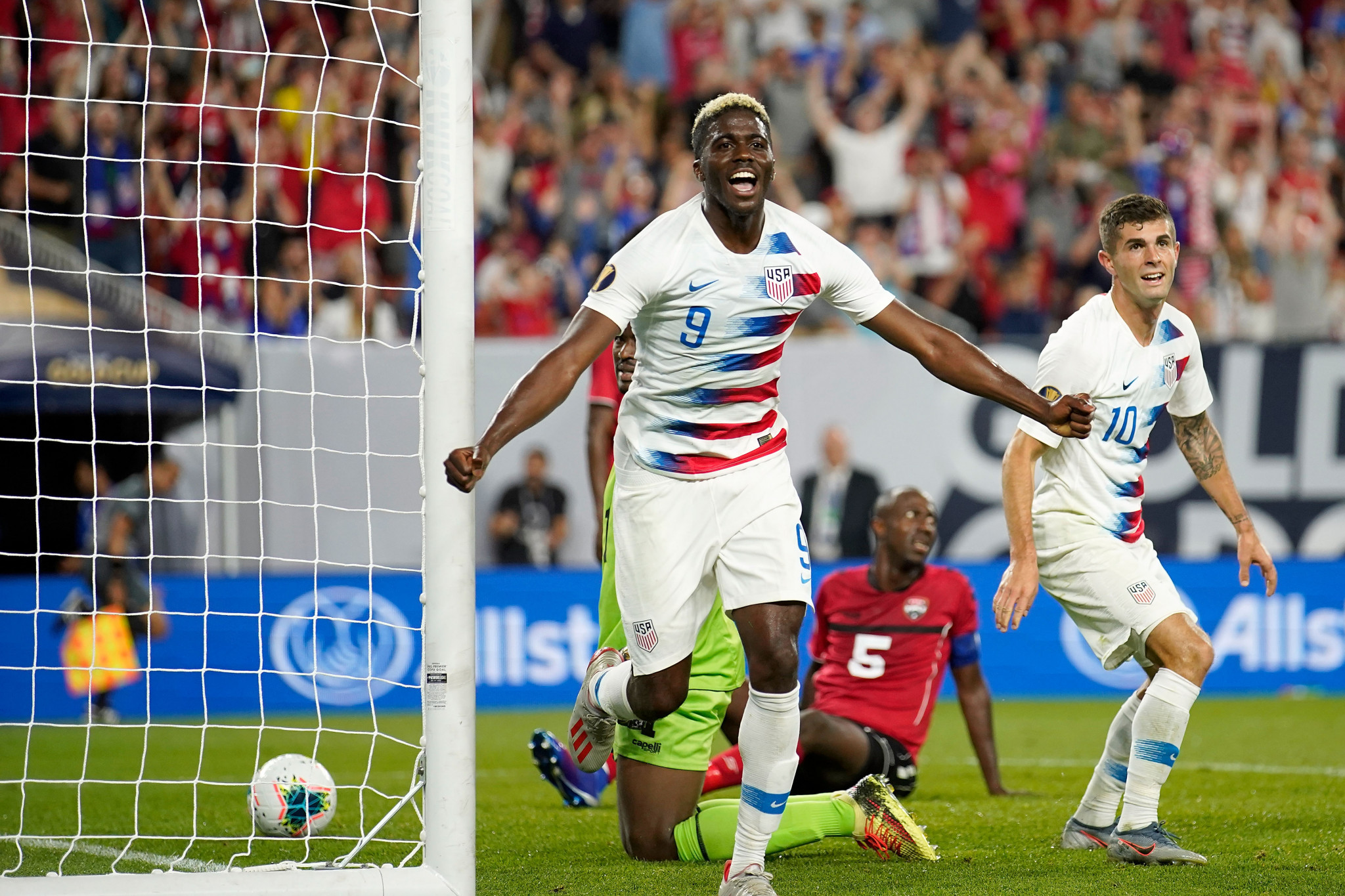 United States and Panama reach Gold Cup quarter finals with high scoring victories