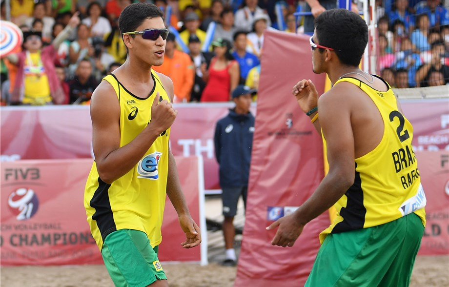 Twin brothers Renato and Rafael Lima de Carvalho won the men's title ©FIVB