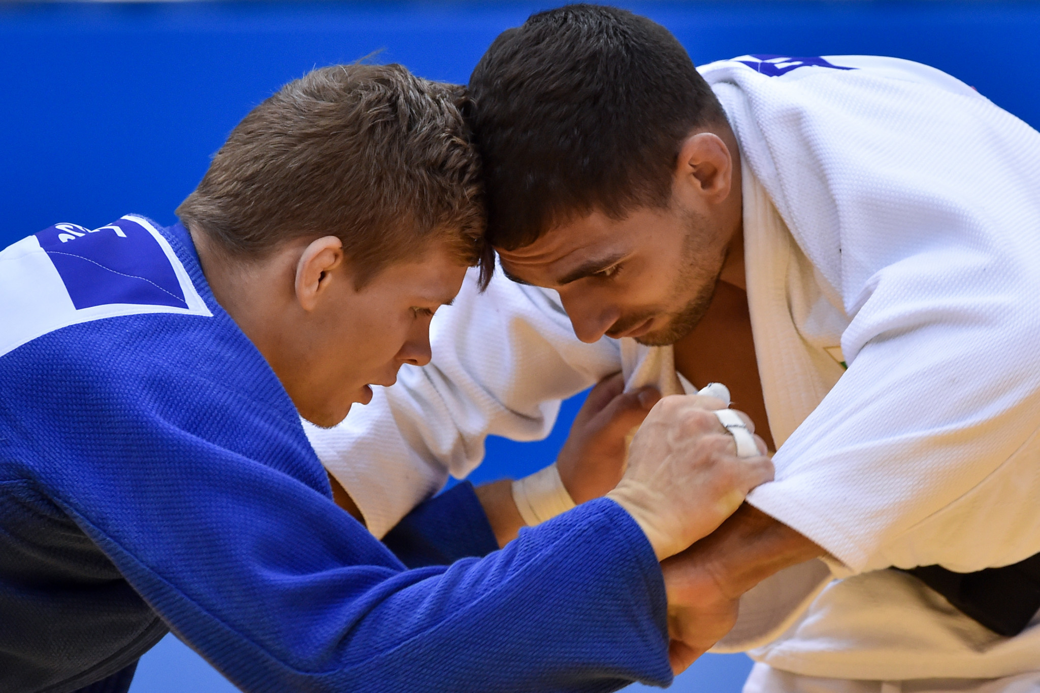 Belgium's Matthias Casse, in blue, claimed the gold medal in the under-81kg with victory over Bulgaria's Ivaylo Ivanov ©Getty Images