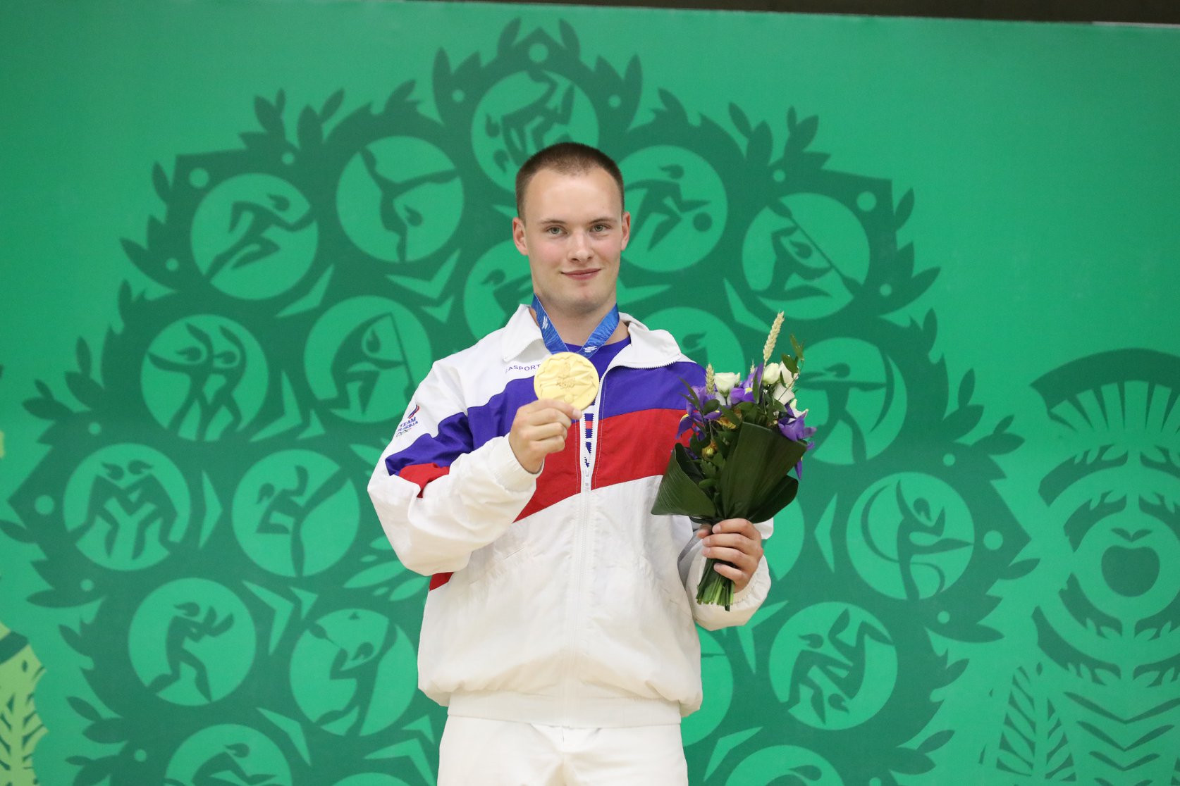 He had triumphed in the men's 10 metre air pistol event ©Minsk 2019