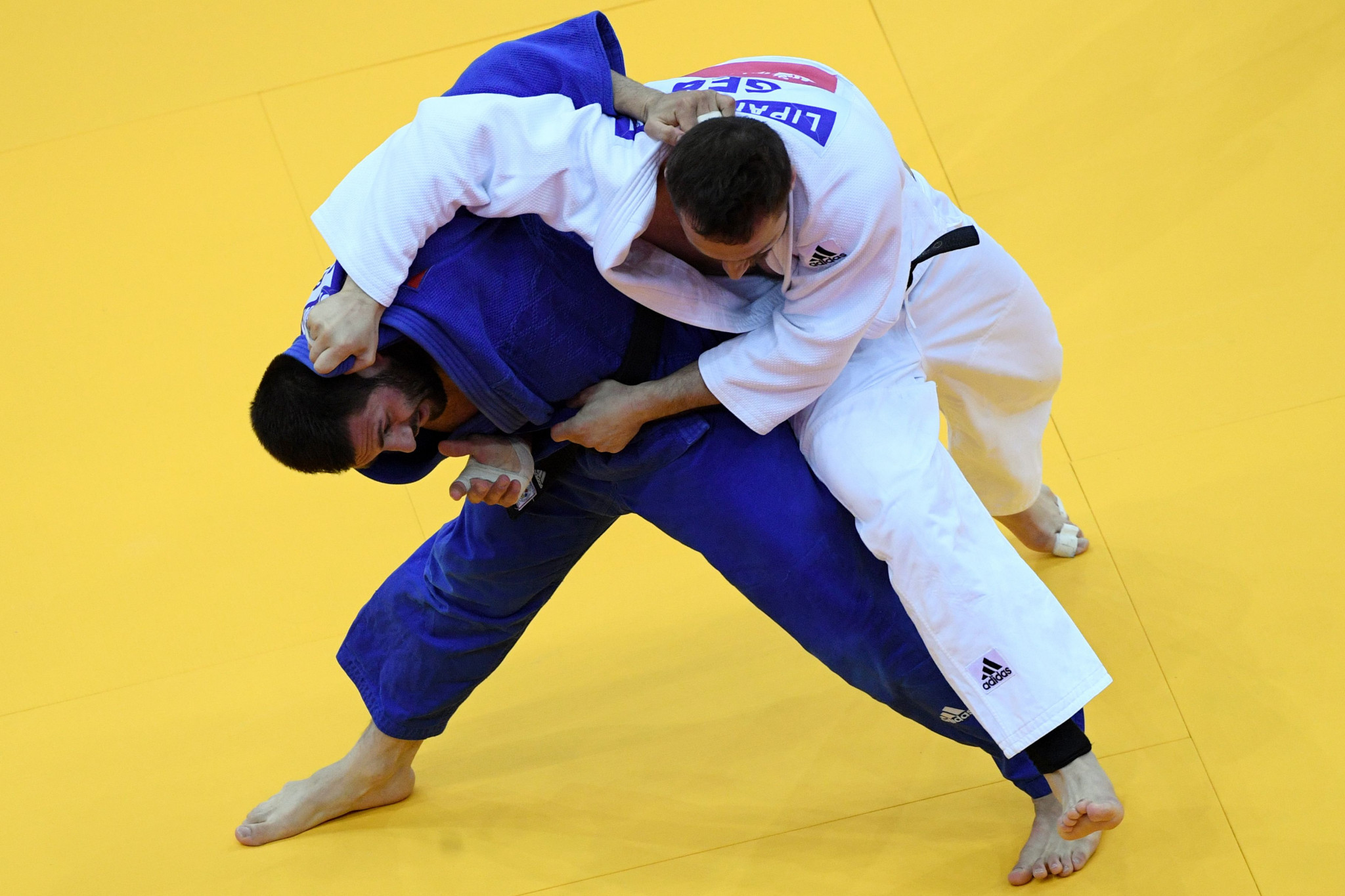Russia's Arman Adamian stunned Georgia's Varlam Liparteliani to win the men's under-100kg final ©Getty Images
