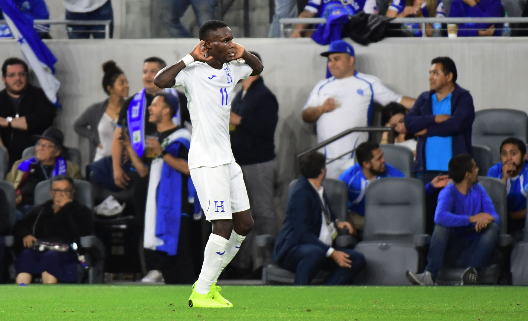 Honduras thrashed fierce rivals El Salvador to send them out of the competition ©Getty Images