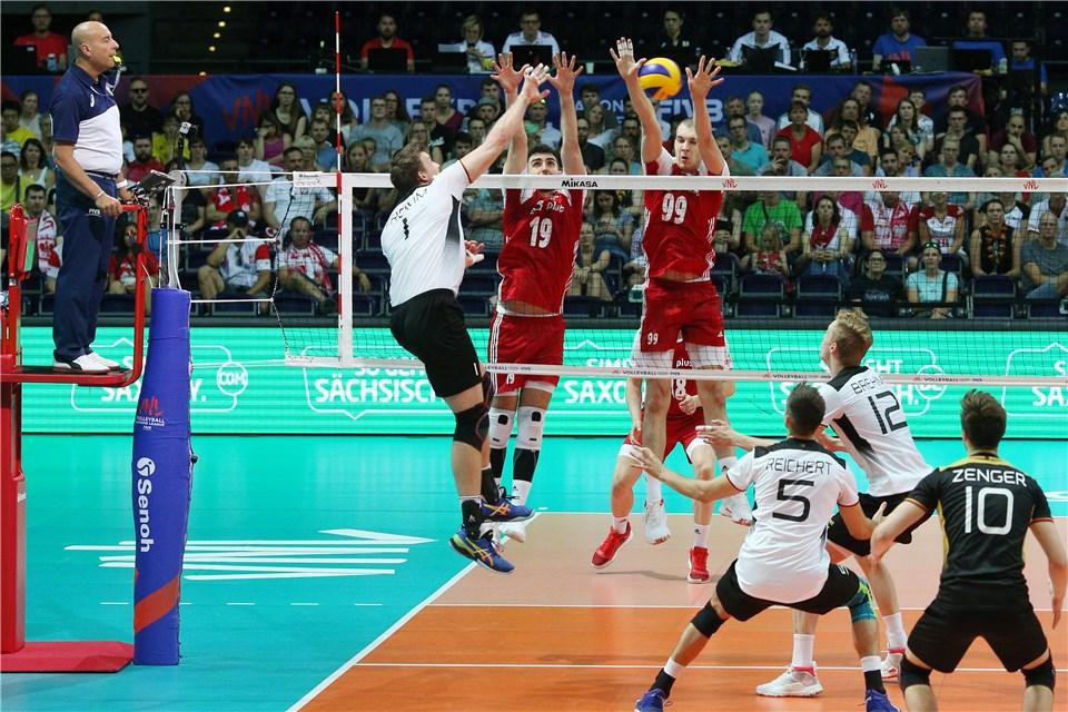 Poland, in red, are through to the FIVB Men's Nations League final round in Chicago following a 25-19, 21-25, 25-14, 25-23 victory against Germany in Leipzig ©FIVB/Twitter