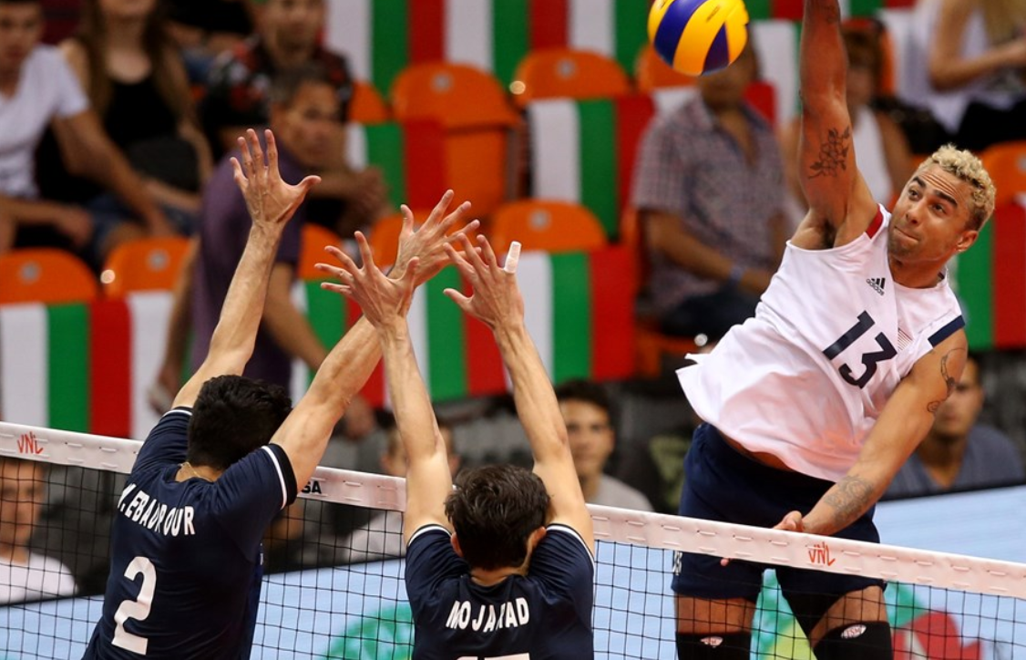 Ben Patch sends down a thunderbolt during the United States' win over Iran ©FIVB
